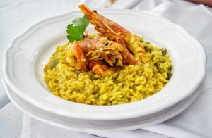 Kürbis-Risotto in einem Suppenteller