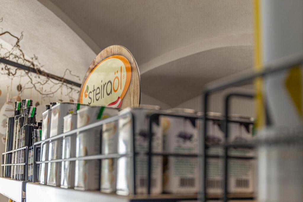 Verkaufsraum Steiraöl - Kernöldosen
